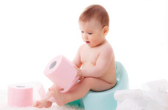 Trẻ sơ sinh uống sữa công thức bị táo bón, khó đi ngoài phải làm sao?